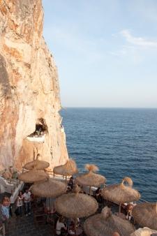 Blick auf die Höhlen