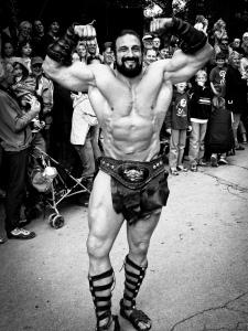 Starker Mann aus Niederbayern bei der Parade eines Ritterturniers
