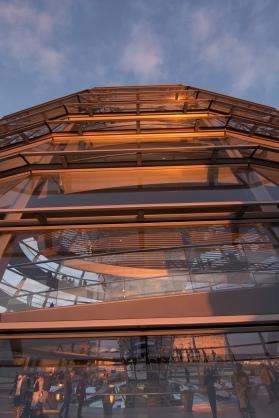 Reichstag - Kuppel im Abendlicht