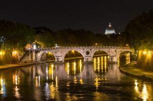 Tiber bei Nacht - Petersdom